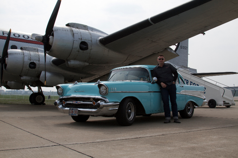 Chevy 57 mit einer DC-4 beim Fotoshooting Tempelhof 1