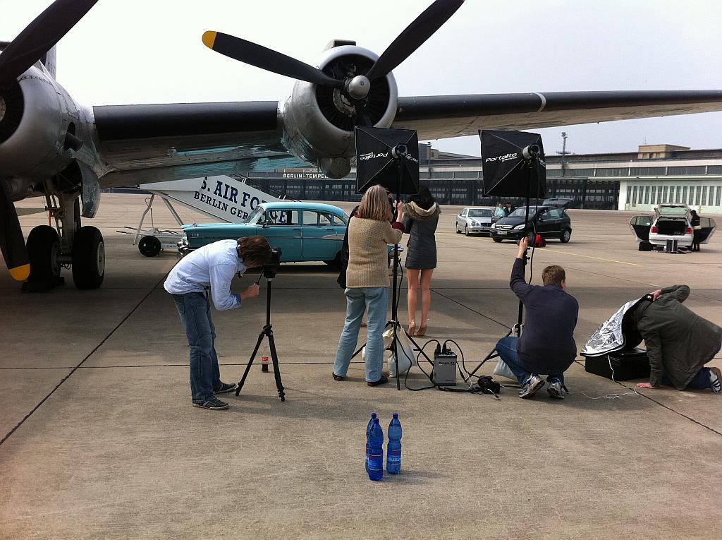 Der Chevy 57 vor einer DC-4