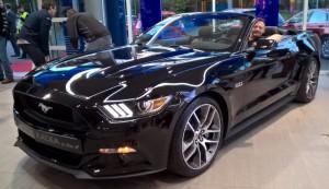 Probesitzen bei Ford im neuen 2015er Mustang Convertible